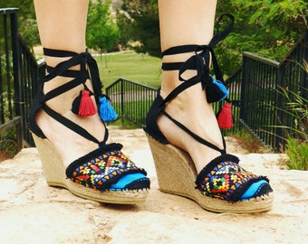 Espadrille wedges with ethnic embroidery