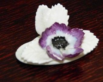 Napkin holder figurine filigree flower Anemone porcelain flower purple napkin post vintage