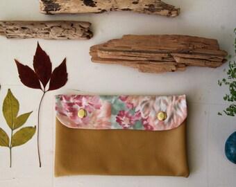 Cover récup ' / faux leather wallet / pouch flowers / vegan