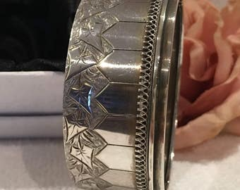 "Exceptional Antique Vintage Victorian/Edwardian SOLID Sterling Silver-Etched IVY Leaves-ETRUSCAN Style-Cuff Bangle-2.5cm or 1"" Wide-32.19 gm"
