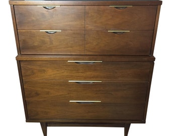 Kent Coffey Walnut 5 drawer dresser. Tableau bedroom furniture mid century modern retro vintage brass style