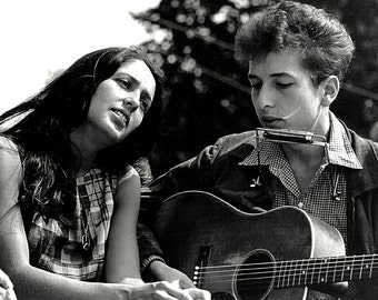 Joan Baez and Bob Dylan at the March on Washington for Jobs and Freedom August 28, 1963 - 5X7 or 8X10 Photo (DA-353)