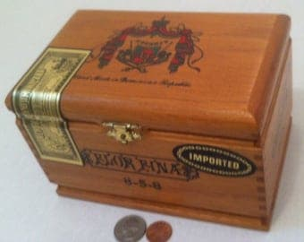 Vintage Wooden Cigar Box, Storage Box, Shelf Display, Collectible Wooden Box, Made in Dominican Republic, 7 x 4 1/2 inches, Tobacco Cigars