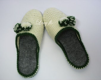 Slippers, wool, for her, comfortable, soft and warm knit. Women knitted slippers model. Slippers.