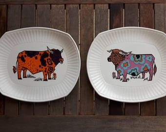 Beefeater Steak and Grill Set Plates English Ironstone Pottery Staffordshire England (2) / 2 asssiettes vintage taureaux Beefeater Ironstone