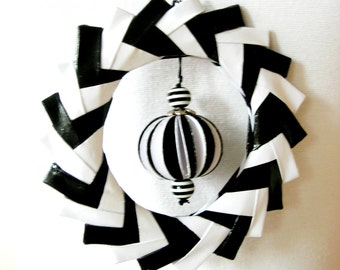 Necklace of paper. Black white. Paper necklace