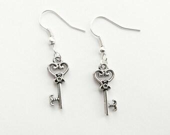 Key Silver earrings | Alice in Wonderland earrings | Vintage key earrings | filigree key | Heart key | romantic