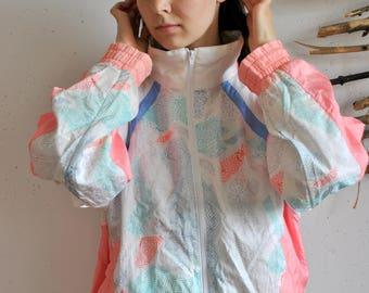 Cute windbreaker 1990s 1980s vintage womens sport jacket abstract figures print