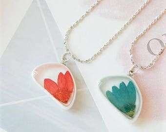 Handmade Red or Green pressed flower in resin pendant necklaces