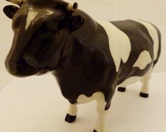 Beswick Coddington Hilt Bar Friesian bull L: 20 cm