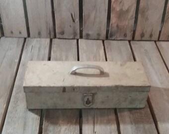 Vintage Tool Box/Metal Box/Vintage Toolbox/Metal Toolbox/Vintage Metal Box/Small Tool Box/Metal Planter/Small Vintage Box/Toolbox/Tool Box