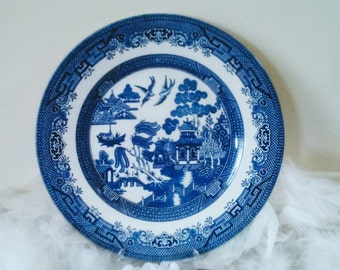Staffordshire blue willow plate, blue and white plate with chinese pagoda, blue decor plate, vintage Churchill blue willow, England 1970s