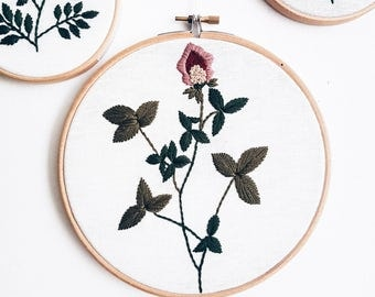 Clover hand embroidery hoop art Home decor Floral embroidered wall hanging Embroidery art Fabric Wall Hanging Home Decor Hand Embroidery