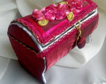 Casket for decorations. Handmade. A gift for a girl, a woman.