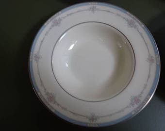 Vintage Royal Doulton Bowls/Set of 6/Lisa Pattern/Fine Bone China/Vintage/1989