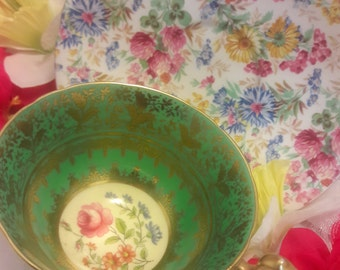 Old English Tea cup/Mismatched/mix and match/Rare/stunning/vintage Mismatched Aynsley tea cup and saucer!