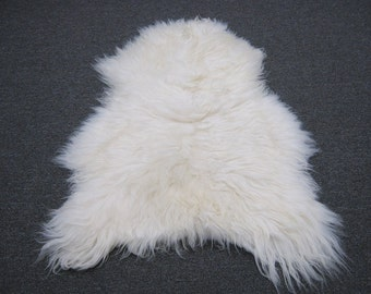 ONE (1) Creamy White Icelandic Sheepskin Rug