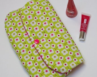 Green makeup pouch, pink flowers