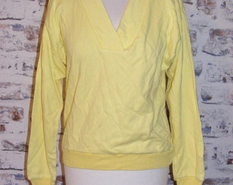 Size 12 vintage 80s loose fit long sleeve v-neck sweatshirt yellow (GR12)