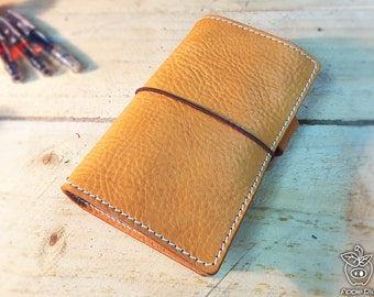 "Apple Pig Leather""Honey Beagle"" Traveler's Notebook"