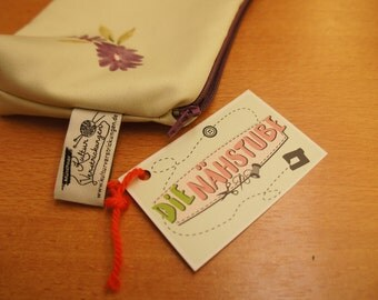 Cosmetic bag small flowers with purple lining