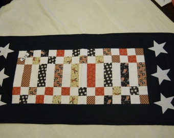 A18 Red/white/blue quilted table runner
