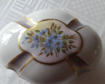 hand painted Limoges porcelain box Giraud decorated gold-piece collectible