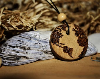 Wood necklace // World