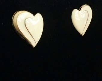 RESERVEDMSJEnameled hearts cream and gold vintage heart stud earrings