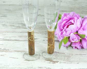 Set of 2 Personalized Champagne Flutes Champagne Glasses Bride and Groom Toasting Glasses
