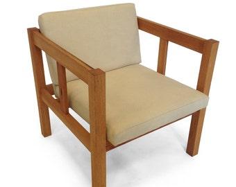 Red oak arm chair