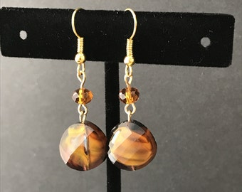 Marble brown glass and beads earrings, rounded