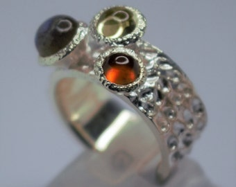 925 Silver ring set with three stones in cabosson Labradorite, Citrine, Garnet