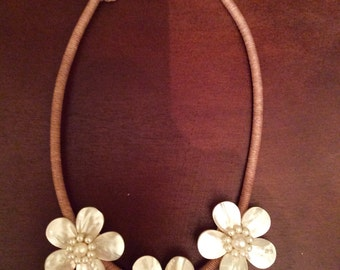 Necklace: pearl, hand-made