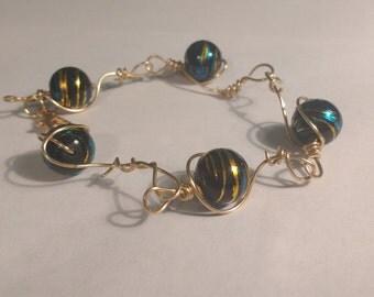 Globe Link Wire Bracelet