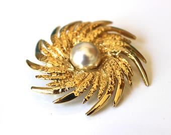 Vintage Sunburst Gold Brooch, Vintage Brooch, Vintage Jewellery, Vintage Jewelry, NZ Vintage, New Zealand