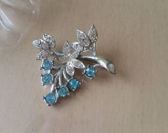 Vintage 1950's silver plated light blue and clear diamante flower spray brooch