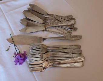 Service to fish - fish forks knives - kitchen - table cutlery - tableware utensils - Vintagefr - gift table.