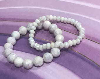 White and purple beaded stretchy bracelet.