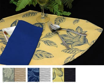 Bouquet Reversible Wedge Placemat