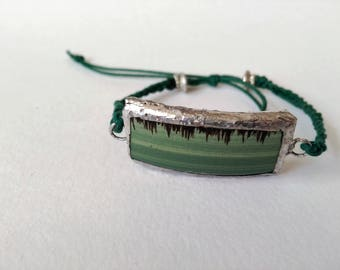 Adjustable macrame bracelet with recycled ceramic piece