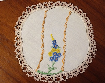 Vintage hand embroidered round doily, 20 cm, blue and yellow flowers