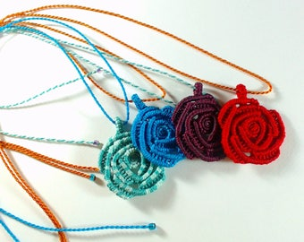 Necklace pink in macrame