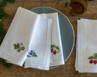 Berries white cotton embroidered napkins - set of 4