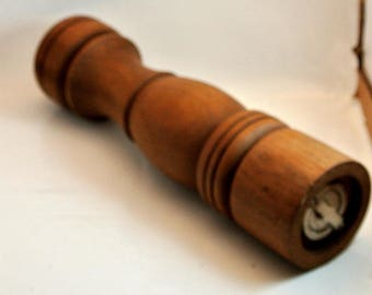 Pepper Grinder Shaker Vintage Wood Turned Pepper Shaker Mid Century Shaker Modern Pepper Grinder