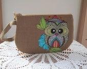 Applique Clutch Wristlet Zipper Gadget Pouch Purse in  Funky Owls Made in USA Linen
