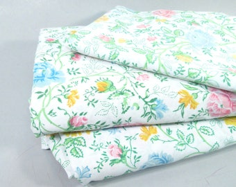 Vintage twin sheets, twin size sheets, floral sheets, mid century modern, prairie sheets, 1970s floral print flower sheets, green and pink