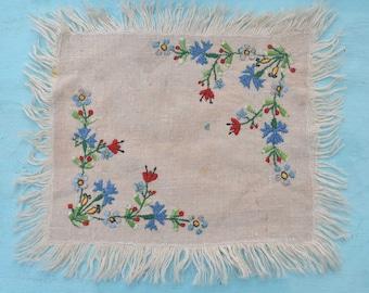 Doily, Embroidered Doily, Vintage Doily, Linen Doily, 1970's Doily, Beige Linen Mat, Dresser Mat Doily, Floral Doily, Table Doily
