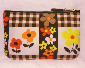 1970's Retro Vintage Make Up Bag, Zip Purse, Pouch - Brown Gingham Daisy Print. Ipod & Earphones Case