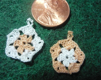 5 Sided Granny Square Potholders Miniature Peach and White Hand Crocheted  1-12 scale for doll house printers drawer kitchen